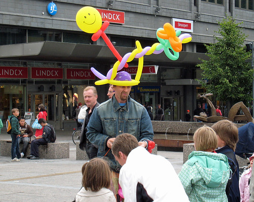 Balloon animal maker