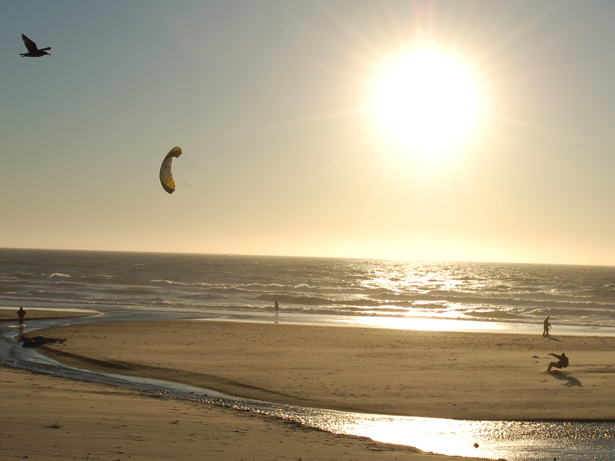 beach_guy_parachute