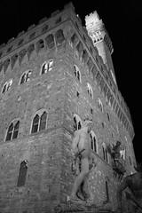 notturno (marco prete) Tags: bw stone night monocromo cityhall bn tuscany firenze toscana blacknwhite pietra statua notte bianconero toskana notturno palazzovecchio comune