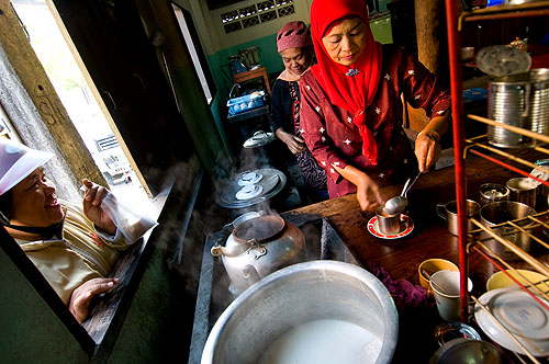 Waiting for tea to go at a Muslim restaurant in Mae Sot