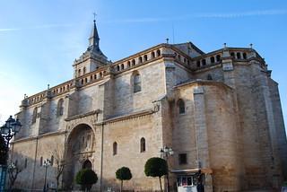 Iglesia y quiosco