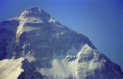 Closeup Jomo Langma 8848 metres (reurinkjan) Tags: 2002 nature nikon tibet everest rongbuk qomolangma tingri chomolungma jomolangma tibetanlandscape zhumulangma janreurink 8848metres བོད། བོད་ལྗོངས།
