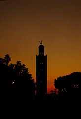 La Koutoubia (Hesweptlime) Tags: sunset morocco maroc marrakesh silhoutte marakech lakoutoubia jeemaelfna