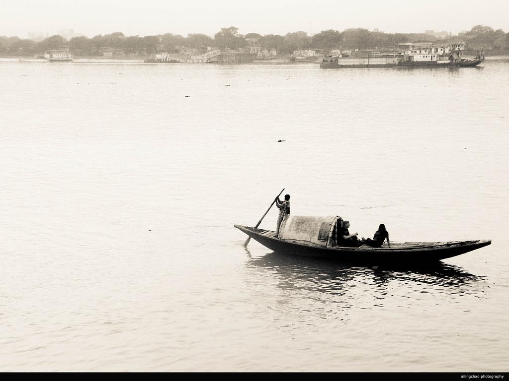 印度加尔各答。恒河支流