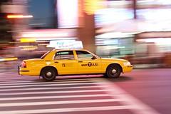 Yellow cab (eliseetmoi) Tags: nyc ny jaune cab taxi panning filé yellon effetfilé