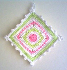 Godisgrytlapp! (TM - the crocheteer!) Tags: pink white green pastel crochet rosa craft tm potholder vitt croche grn picots vit hkeln virka virkkaus picot virkat hekling towemy uncinetto virkad grytlapp kaffelapp tmcrocheteer