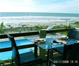Ecuador-beach-property-dining