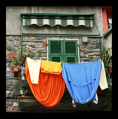 a touch of colour (peia... missing you!!!) Tags: italy window colours liguria val chapeau portovenere canoneos350d soe themoulinrouge canonef50mmf14usm colorphotoaward superaplus aplusphoto infinestyle peia