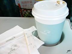 高鐵。UCC紅茶。