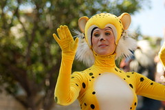 Parade of Dreams (SDG-Pictures) Tags: show california animals yellow fun happy costume disneyland joy performance dressup happiness disney parade entertainment cheetah southerncalifornia orangecounty anaheim performers enjoyment themepark role employees entertaining roleplaying disneylandresort paradeofdreams disneyparade magicmakers disneythemeparks disneylandcastmembers makingmagic disneycast disneyparades lionkingfloat femaleperformers june162008 themeparkfun takenbystepheng rolesmagical