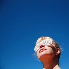blue, blue sky... day #271 (nanna lind) Tags: blue portrait sky self square shades thursday sq squared sl himinn gleraugu slgleraugu blr fimmtudagur selfiesquared nlind