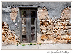 Fachada con sillar (Juan Antonio Garza Lozano) Tags: door old trip travel viaje house color wall architecture facade mexico pared casa arquitectura puerta nikon antique decay textures porta nuevoleon porte viejo fachada antiguo texturas fassade facciata d80 drgonzalez drgonzaleznl puertasdemexico