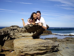 Mai Anh & Nico cuddling on a rock! (Mai Anh & Nico) Tags: beach nico garie maianh