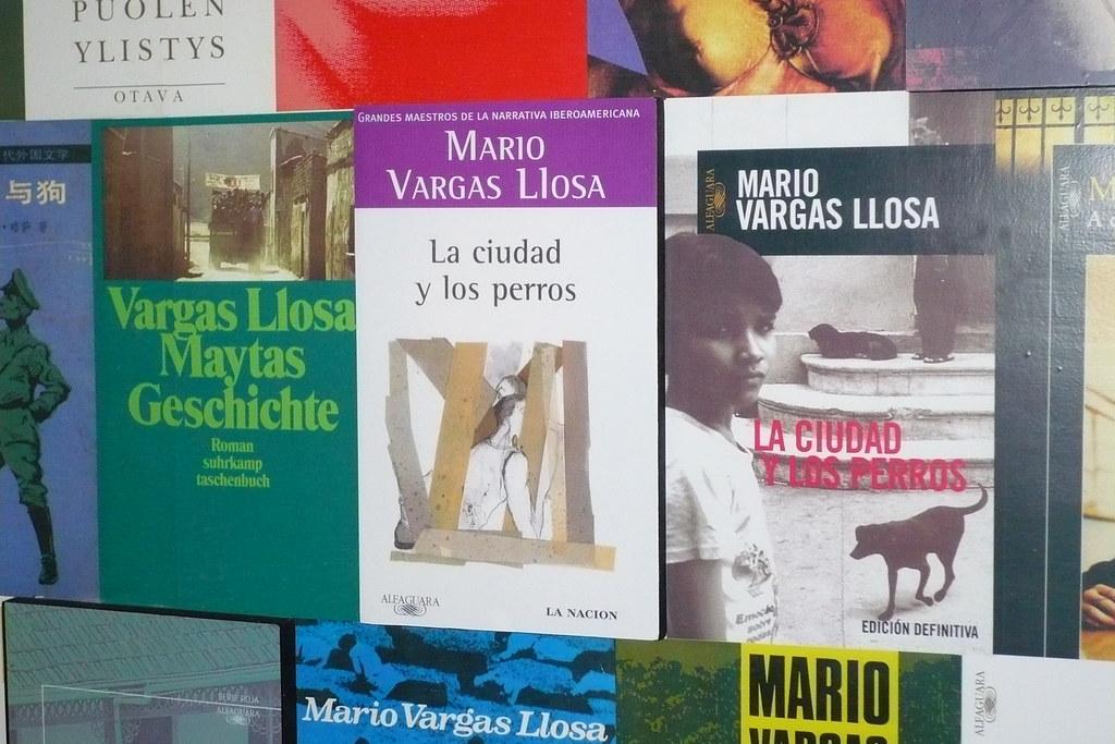 Mural con las obras de Mario V. Ll.