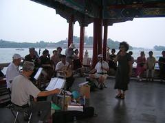 Cantando en Pekín.