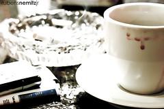 Porque tem dias... (Rubens Nemitz Jr.) Tags: light brazil white luz cup paraná coffee café branco brasil canon eos 50mm shadows dof bokeh sombra dia preto curitiba shade f18 cigarettes 2008 foda baba tabaco branca cigarro dificil 30d foco xicara mki oquerestou