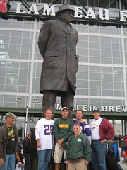 The gang (Jason Titus) Tags: packers greenbay lambeaufield