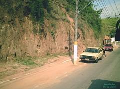 Carro velho (Janos Graber) Tags: verde poste carro rua homem velho barranco motorista enguiado empurrando mendesrj