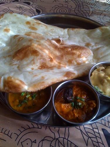 インドカレーを食す。