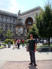 Piazza della Scala - Estatua de Leonardo da Vinci (2) (Yure y Maureen) Tags: milano miln