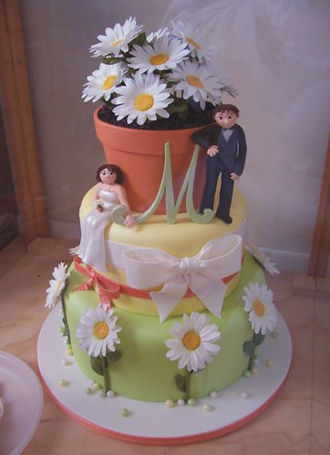 Daisy Flower Pot Wedding Cake