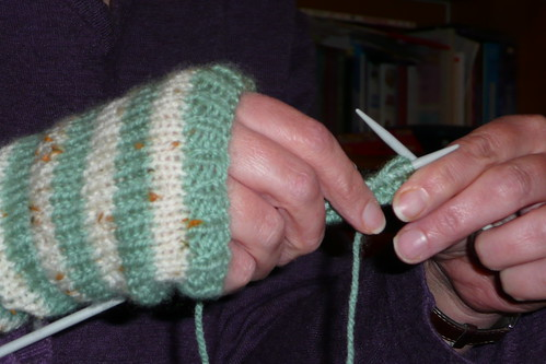 Knitted hand warmer