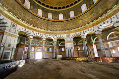 Dome of the Rock interior and Foundation Stone (damonlynch) Tags: islam jerusalem domeoftherock templemount sela holysite haramalsharif haramessharif foundationstone qubbatassakhrah noblesanctuary sakhrah islamicsites evenhashetiya