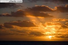 Amanecer en Mar del Plata, Argentina (rvsv - Rodolfo) Tags: city light sunset sky building luz sol argentina del sunrise de mar edificio ciudad playa amanecer cielo plata salida puesta