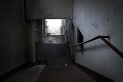 Al fondo hay luz (Roberto Latxaga) Tags: rip mcd escaleras bermeo tnel callejn melendi eskorbuto manolocabezabolo bandaantisocial