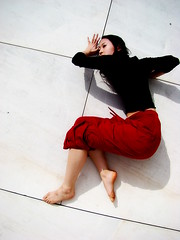Amnsie du soleil (melancholik) Tags: red white black dance ballerina bodylanguage satoko mymessageinpicture redprayer