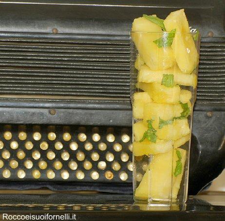 Cubetti di ananas con basilico e maraschino