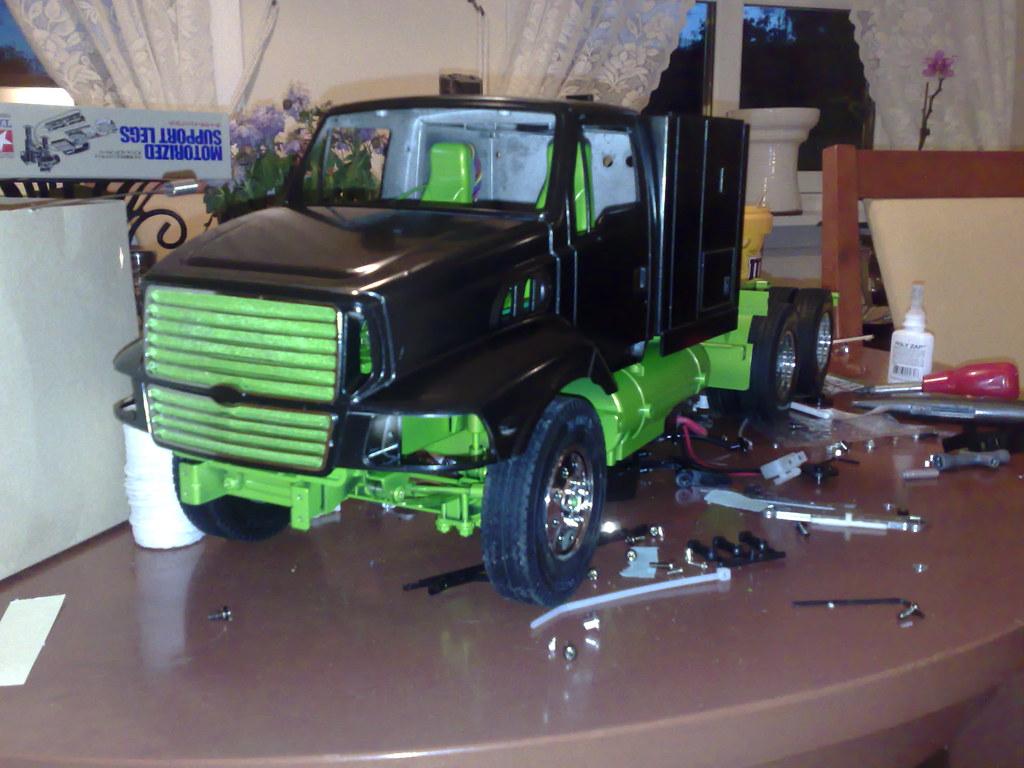 flytte semitrailer med truck