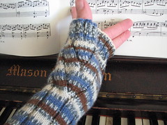 Laura's Ribbed Mitts (2)