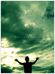 o cu nem sempre  o limite ... (Matteus Oberst) Tags: sky luz nuvens contra