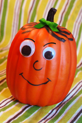 googly eye pumpkin