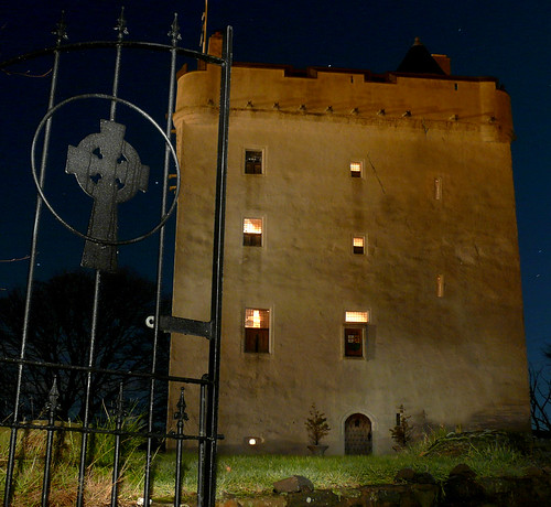 Law Castle at night15Dec08