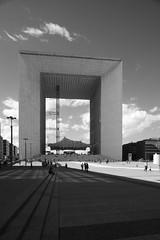 LaDefense_14 (Pete Sieger) Tags: paris france architecture ladefense 2008 sieger builtenvironment esplanadedeladefense esplanadedugeneraldegaulle peterjsieger