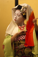 Kyomai, Maiko Takahina #1 (Onihide) Tags: japan kyoto candid maiko hanamachi kyomai gionkobu takahina  eos5dmkii