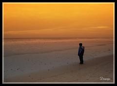 Mirando el mar (Doenjo) Tags: people españa geotagged andalucía gente playa cadiz rota costaballena doenjo retofs1 retofs2 retofs3