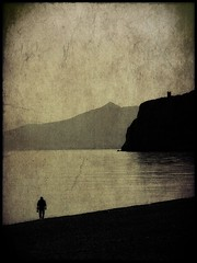 La collezione di conchiglie. (Dav.id) Tags: old sea italy mountains texture beach sepia canon landscape liguria
