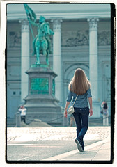 (piggy2007b) Tags: street brussels people urban woman sun sunlight girl statue hair walking photography soleil photo spring nikon long fotografie belgium belgique belgie femme young bruxelles knight tas rue mode lente brussel fille crusader printemps zon vrouw gents meisje standbeeld jong zonlicht belgien straat mensen sacoche jeune kruisvaarder riddr