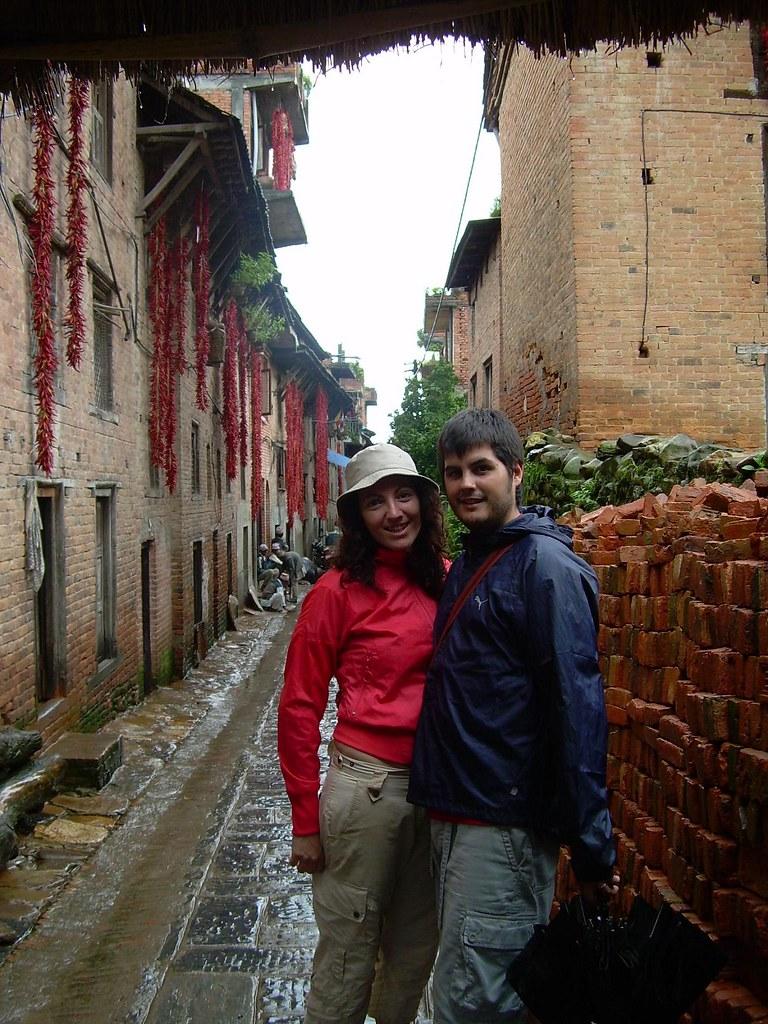 Lluvia y guindillas rojas en Khokana
