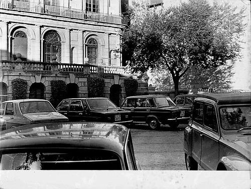 Coches en la Plaza del Ayuntamiento, años 80