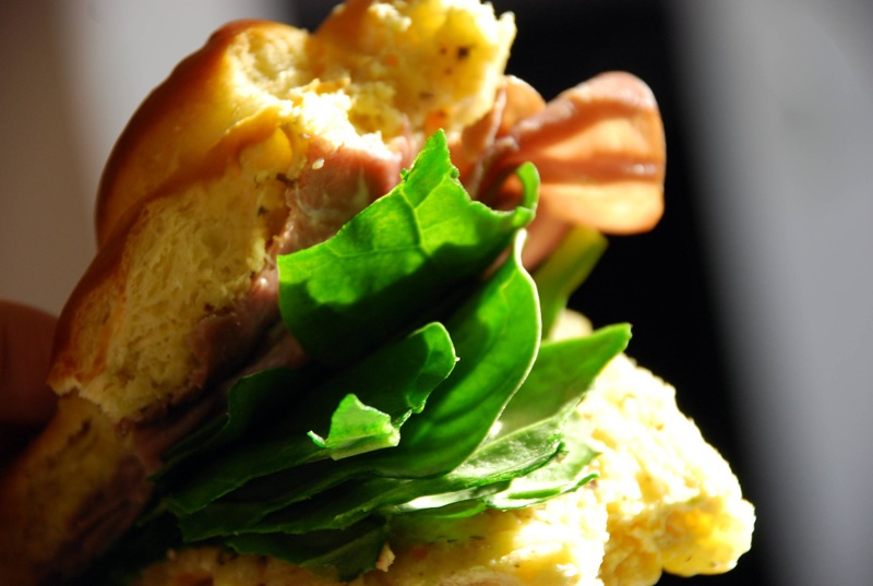 honey ham + spinach sammich on egg challah with garlic & lime sauce