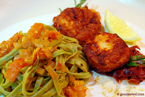 Seared Sea Scallops with Spinach Linguine