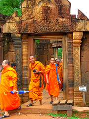 Entrance (Back to Nothing) Tags: trip travel vacation canon temple holidays asia cambodia tour unescoworldheritagesite siemreap angkor backpacker banteaysrei 柬埔寨 g9 earthasia