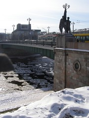Vilnius Bridge and trams (Eduardo Garcs) Tags: cold ice lago nieve baltic freeze klaipeda helado hielo lithuania vilnius lithuanian bajocero vilna memel nerija lituania curonianspit neringa bltico sottozero kajpeda memelburg