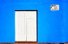 "La casa blava (Visentin ""el Templat"") Tags: door blue summer espaa house azul pared casa spain puerta espanha mediterranean porta verano blau espagne tr spanien mediterrneo castelln castell espanya comunidadvalenciana singintheblues nules comunitatvalenciana playadenules avingudaillescolumbretes mediterrneu plajadenules"
