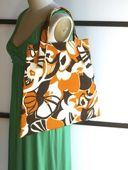 flare tote - vintage autumn floral (Yorktown Road) Tags: autumn orange brown floral vintage bag sewing fabric flare tote sewn ecru ytr