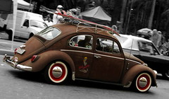 Surfin' Bug (Alemiro Jr.) Tags: blackandwhite bw ford vw canon cutout bug volkswagen surf saopaulo beetle rusty pb exhibition trainstation hotwheels carros boxer hood trem s3 estacaodaluz ferrugem v8 classiccars exposio antigos fusca enferrujado clssicos frenteafrente alemiro ratwagen